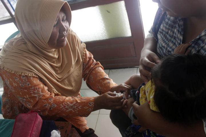 Kegiatan Imunisasi dan Kelas Ibu Hamil di Balai Desa Jebed Utara